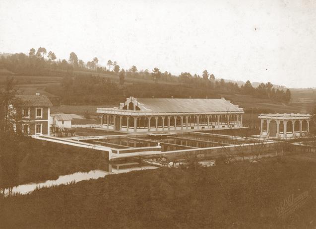 Imagen original de la planta en su inauguración, con el edificio de esterilización a la derecha