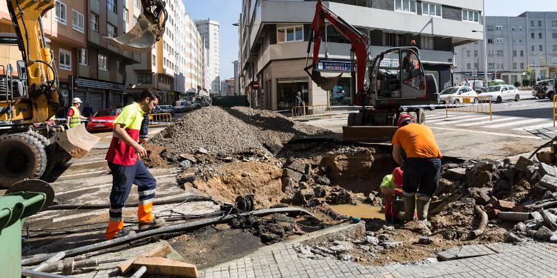 Solucionada la rotura en la calle Monasterio de Caaveiro