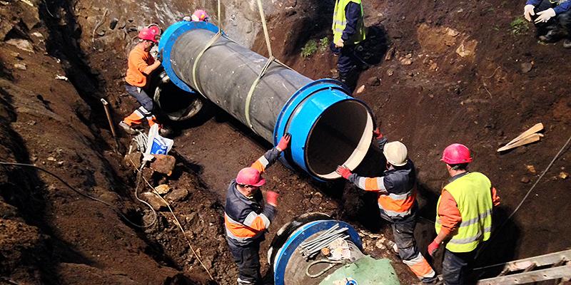 Renovación de tubaxes na contorna de Salvador de Madariaga