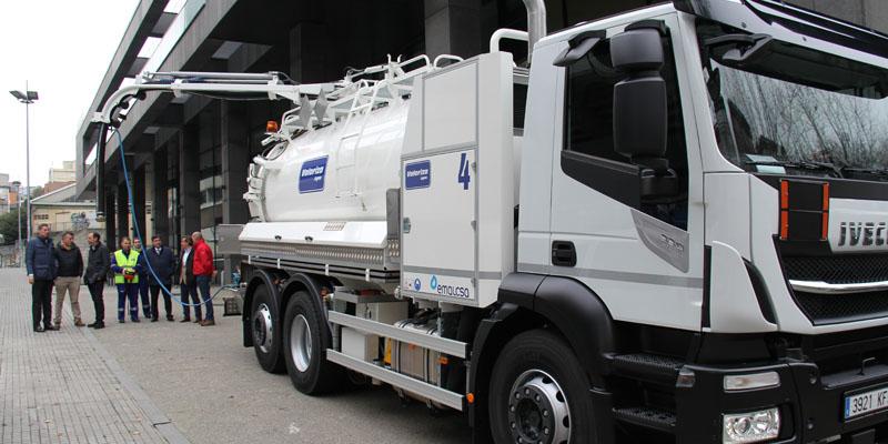 Un novo camión súmase a frota de mantemento de sumidoiros