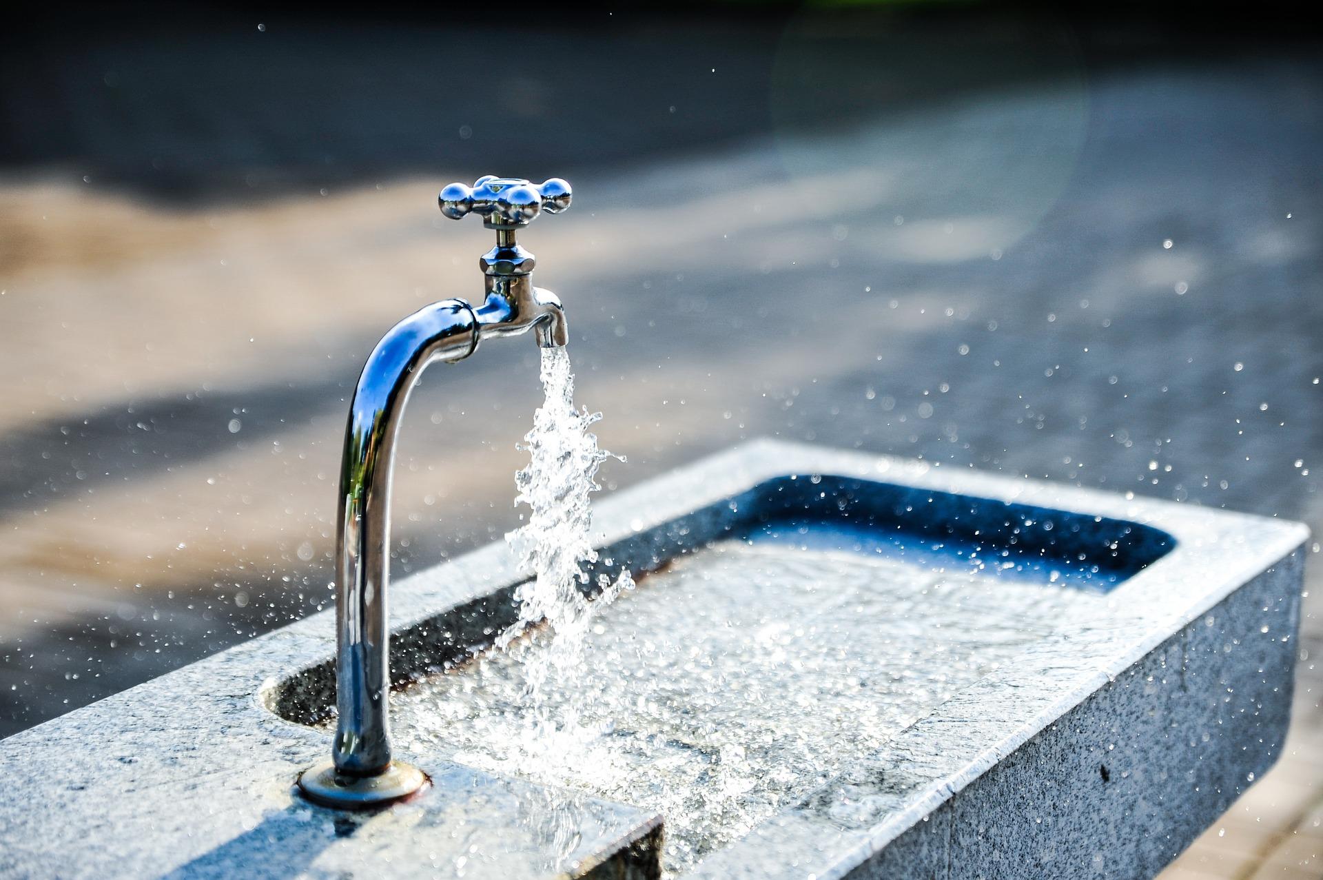 Corte de auga na avenida de Arteixo